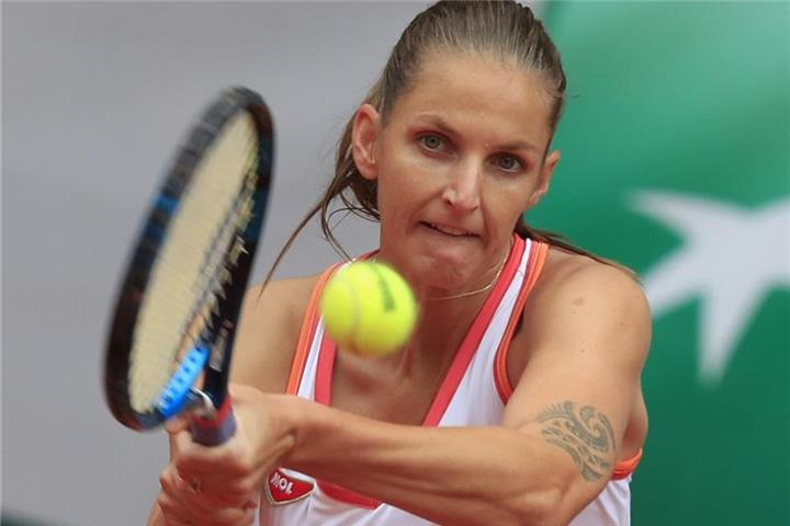 Tschechin Pliskova in Paris in Runde zwei raus