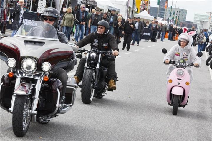 """Tausende Besucher bei """"Harley Days in Hamburg"""