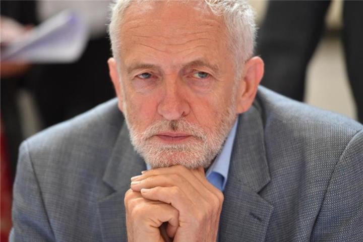 Corbyn will Johnson stürzen