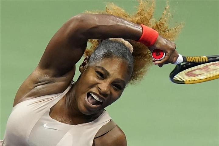 US Open: Serena Williams in Runde drei gegen Sloane Stephens