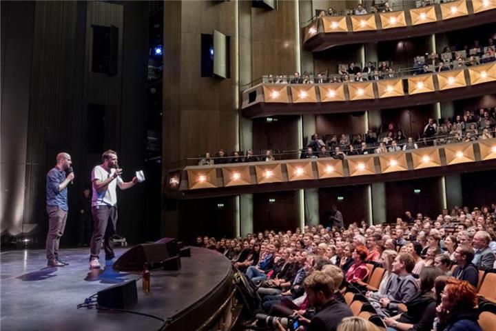 Alex Burkhard ist Poetry-Slam-Meister 2017