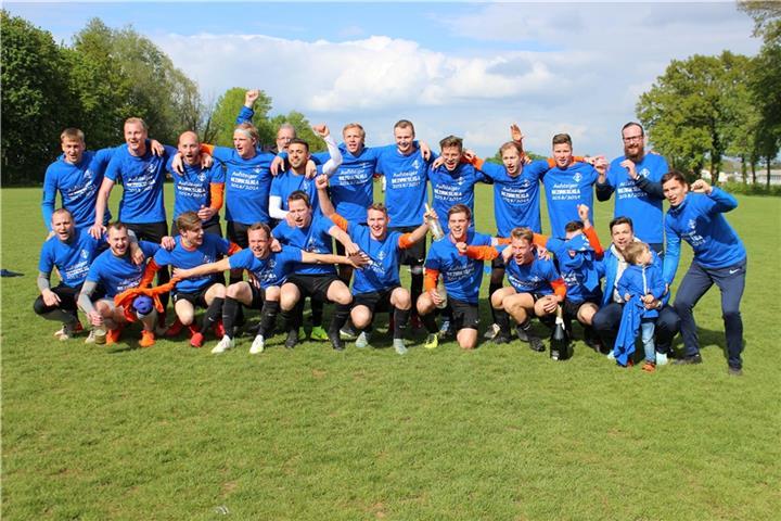 best loved 52c37 2fe03 Bezirksliga-Aufstieg perfekt: DJK TuS Stenern am Ziel