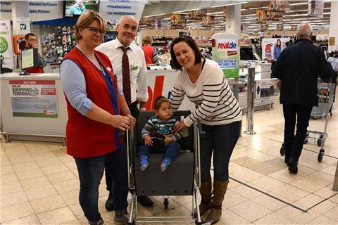f0b90193d341ce Real-Markt schafft Einkaufswagen für behinderte Kinder an