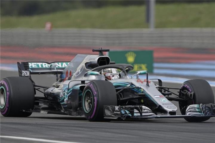 Hamilton holt Pole Position in Frankreich
