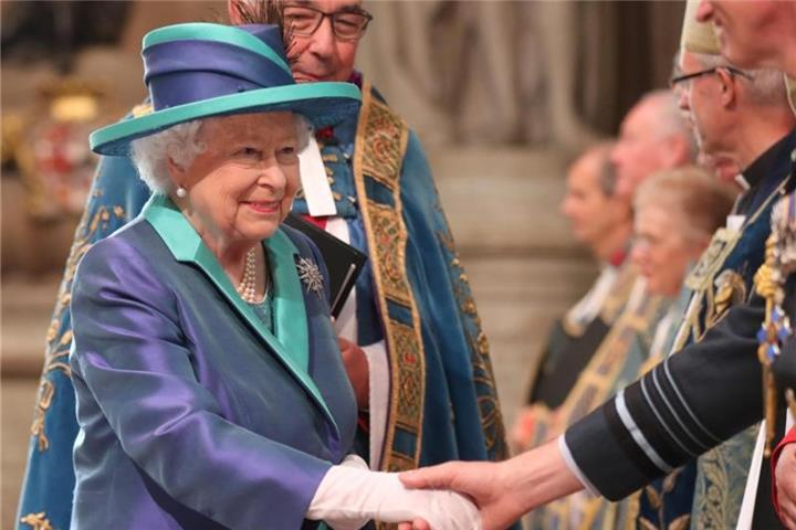 Queen Elizabeth feiert 100 Jahre Royal Air Force
