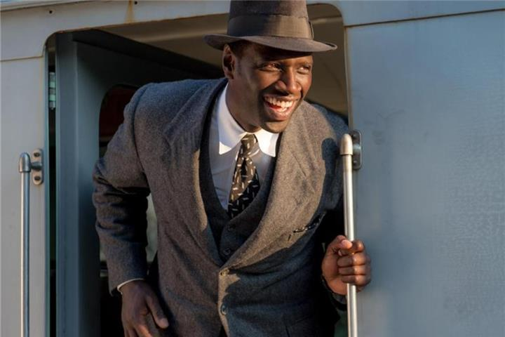 """Docteur Knock"": Omar Sy als charmanter Gauner-Arzt"